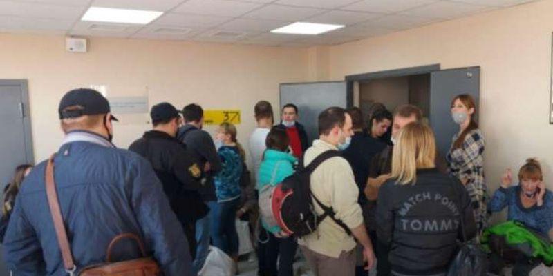 В Одесі член ДВК помер у черзі на здачу протоколів