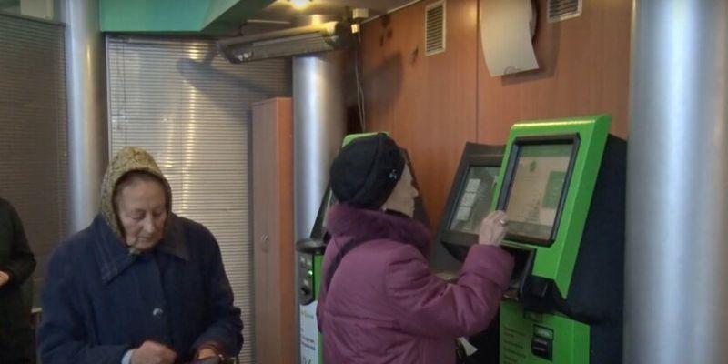 """Терминал ПриватБанка принял валюту, а теперь клиентку кошмарят звонками из-за """"неправильной"""" купюры"""