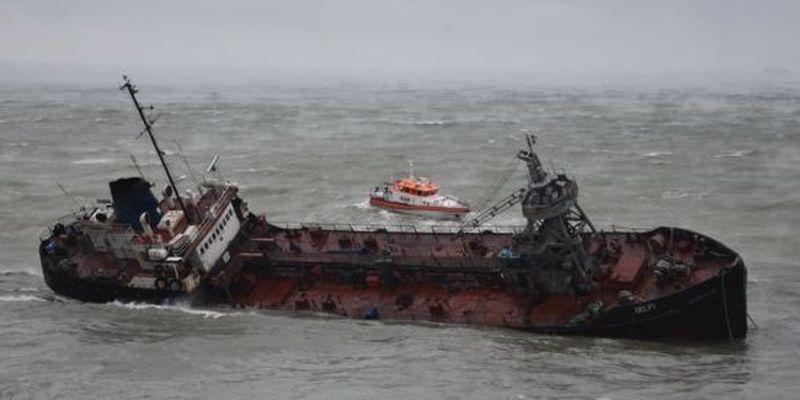 """Іржавіє на суші, а власник відмовився відшкодувати збитки: що відомо про долю танкера """"Делфі"""""""