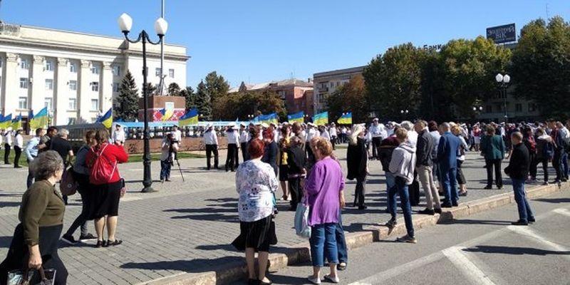 У Херсоні зустріли трьох звільнених українських моряків: зворушливі фото та відео