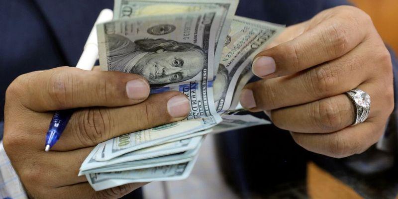 Доллар подорожал на 4 гривни: что происходит с курсом с начала пандемии