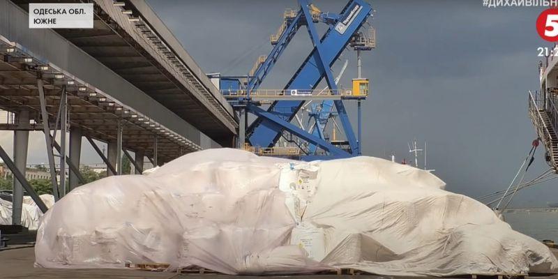 """Небезпечний вантаж під Одесою: як зберігають тисячі тонн аміачної селітри в порту """"Південний"""""""