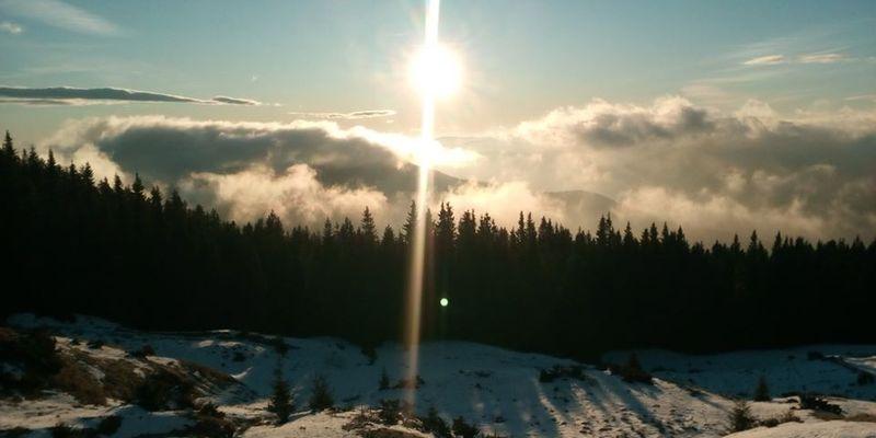 Пушистые облака и снег: опубликованы фантастические фото зимы в Карпатах