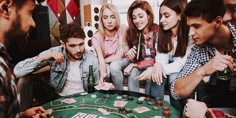 Найголовніший за столом: професія покерного дилера