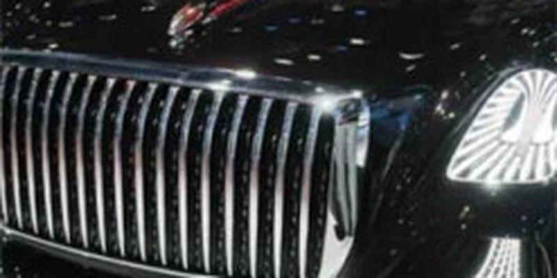 Hongqi показали трехместный автомобиль с люстрой и без руля