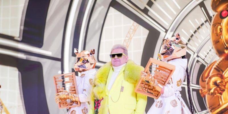 """Михаил Поплавский презентовал обновленный клип """"Salo is the new money!"""" на свой хит """"Сало"""""""