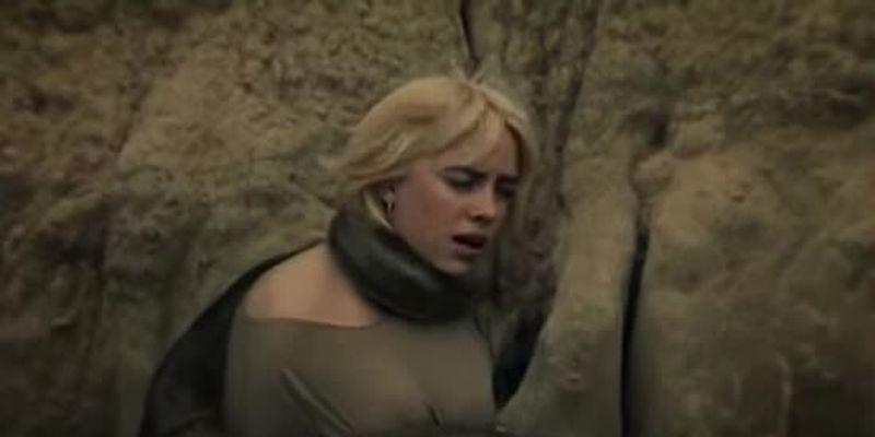 Біллі Айліш в обіймах удава заспівала про аб'юзивні стосунки в новому кліпі