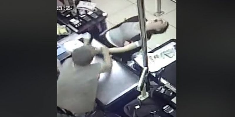 Военный спас кассира в супермаркете Днепра