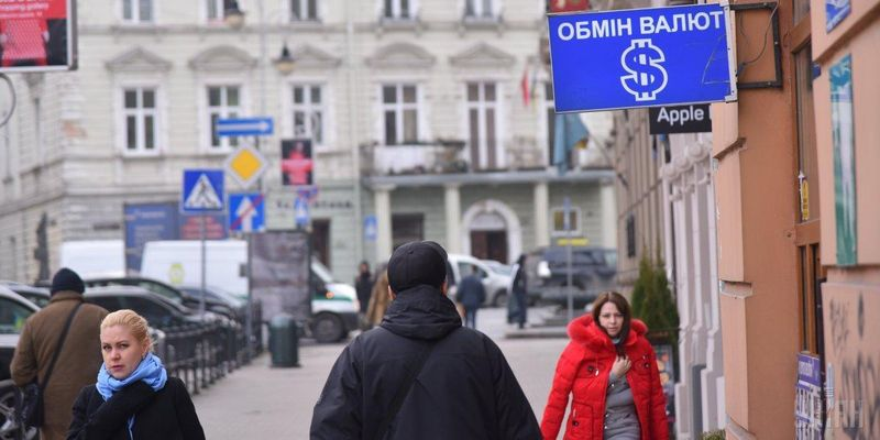 В Украине к концу перестал дорожать доллар