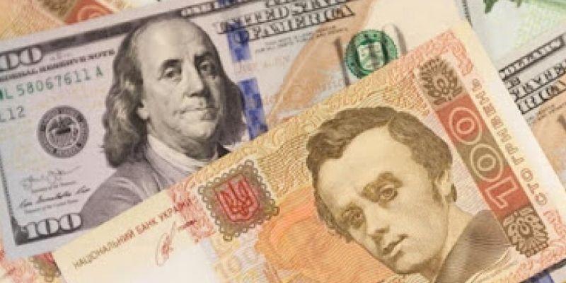 """В Украине """"лихорадит"""" курс доллара: эксперты назвали причины и озвучили прогноз"""