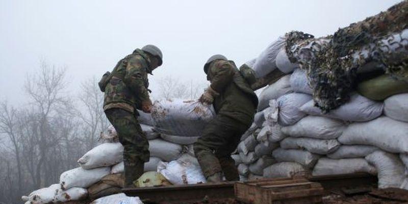 Минулої доби бойовики 19 разів порушили режим тиші, двох військових поранено – ООС