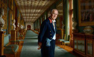 Смерть принца Филиппа: британцев просят обойтись без цветов у резиденций