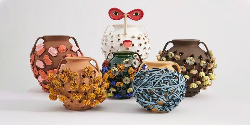 Loewe выпустили глиняный декор и аксессуары, навеянные галисийскими горшками для жарки каштанов
