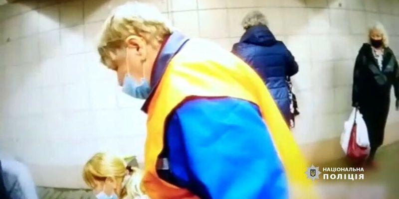 В Киеве посреди метро родила женщина: видео
