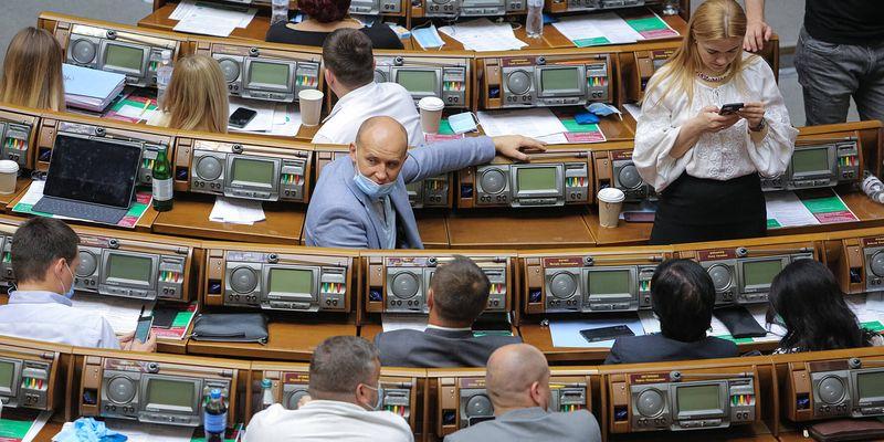 Депутаты пишут. Как среди тонн законотворческой макулатуры найти действительно важные проекты