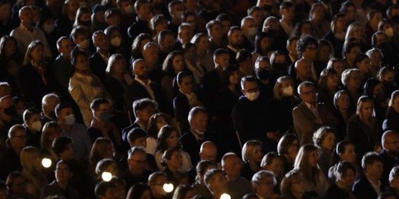 Без масок і дистанції: у Ліверпуль відбувся масштабний концерт
