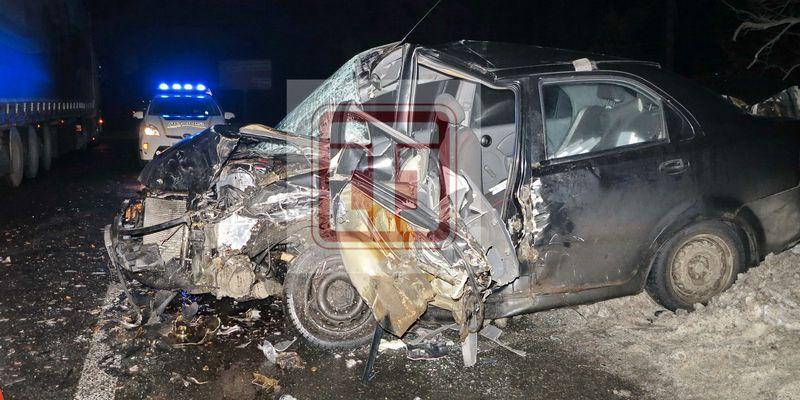 Водитель вылетел из авто вслед за двигателем: эксклюзивные фото ДТП на Гостомельской трассе