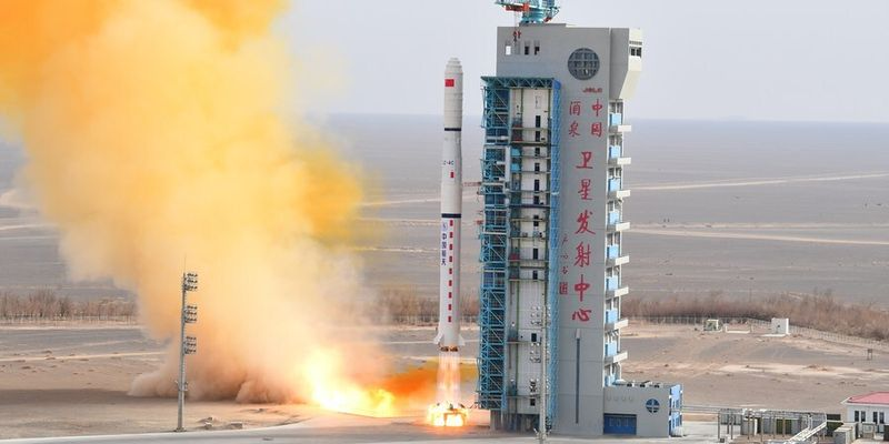 Китайская ракета весом 22 тонны вышла из-под контроля и может упасть на Землю