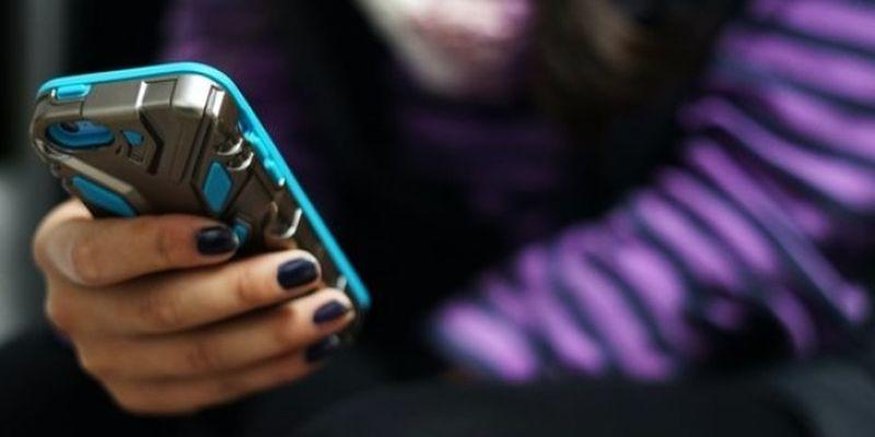 Опасные челденджи: психологи советуют родителям и педагогам «окунуться» в киберпространство