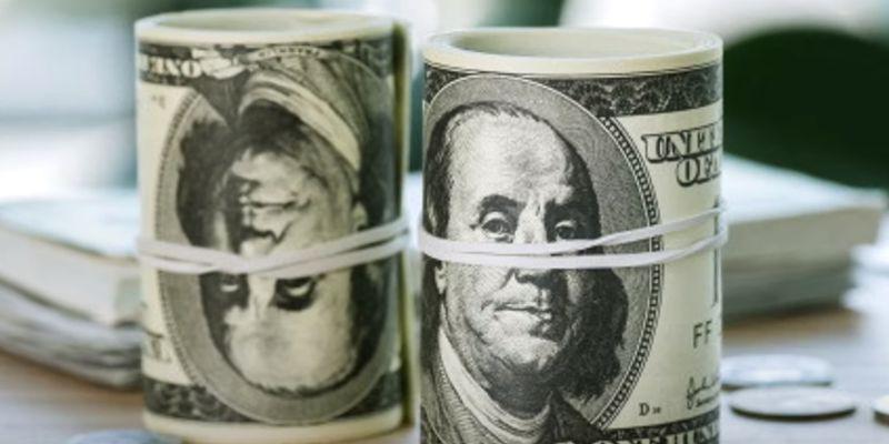 Почти достигнув психологической отметки, доллар неожиданно сорвался вниз: курс валют на 24 февраля