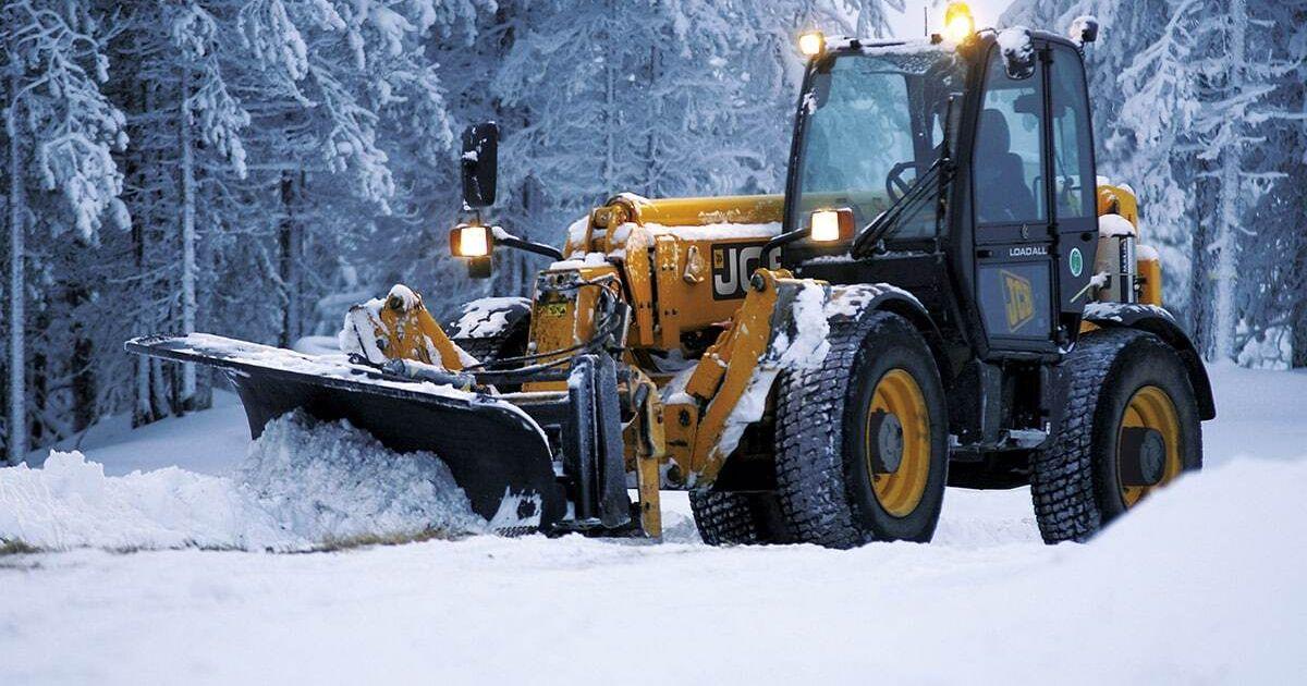 Результат пошуку зображень за запитом Прибирання Солонківської ОТГ від снігу доручили фірмі Дубневичів