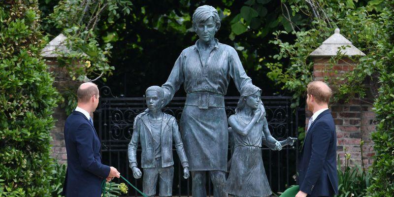 Принцы Уильям и Гарри открыли памятник принцессе Диане