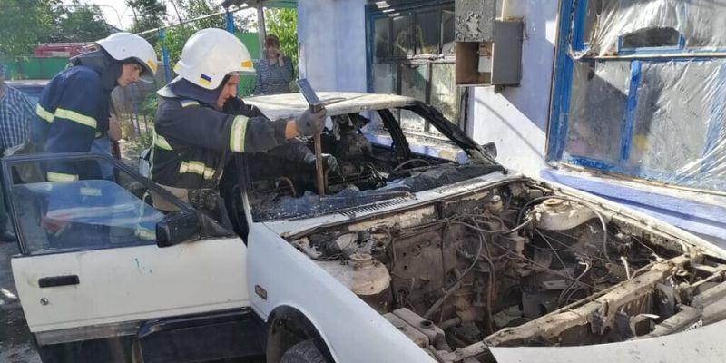 Под Николаевом трехлетняя девочка сожгла Mazda и оказалась в реанимации