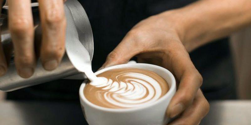 Клієнт довів до сліз україномовну працівницю кафе