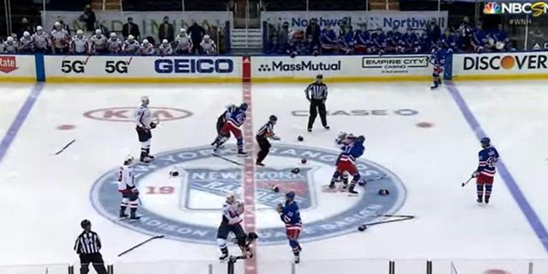 На матче НХЛ возникла массовая драка