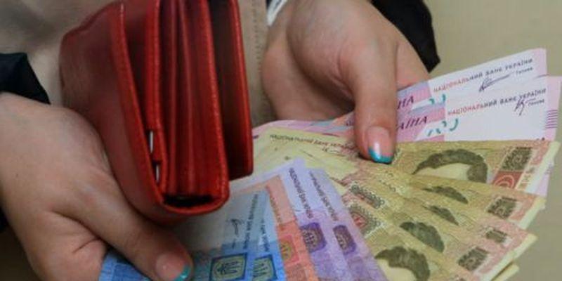 Журналист рассказал, куда испаряется поднятая зарплата украинцам