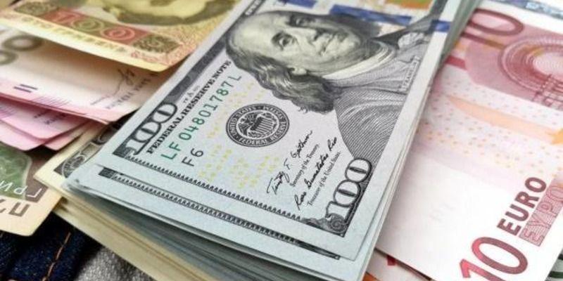Резкий обвал: курс валют в Украине на 28 апреля