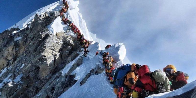 Вершина Эвереста оказалась загрязненной микропластиком