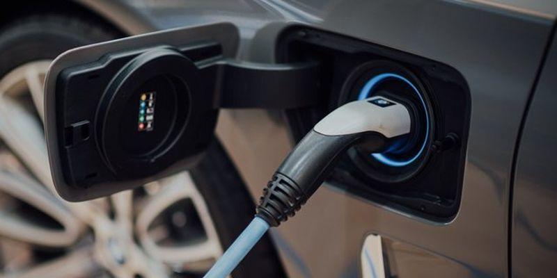 Украина поддержит строительство электрозаправок на трех автодорогах