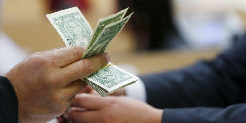 На тлі пандемії українці встановили 4-річний рекорд з продажу валюти