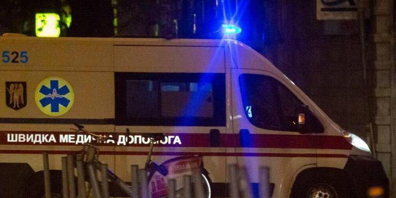 В Киеве неизвестным веществом отравилась семья и прибывшие на вызов медики