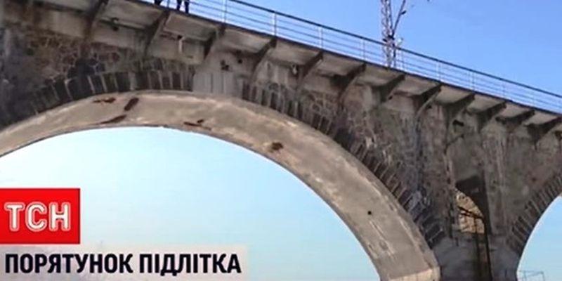 На Житомирщине юноша после ссоры с девушкой прыгнул с 30-метрового моста