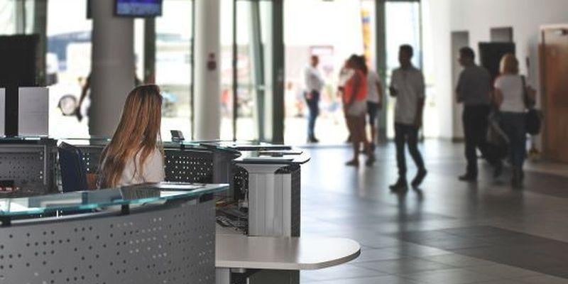 Оштрафували і не пустили на авіарейс: в аеропорту Польщі українка зчинила переполох через невдалий жарт