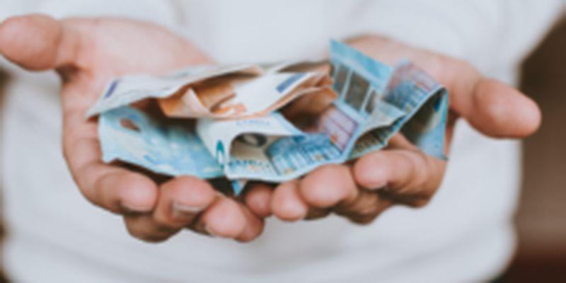 Гривня трохи подешевшала: курс валют на 14 липня