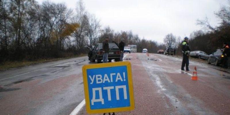 ДТП за участю вантажівки і буса заблокувала трасу Київ-Чоп