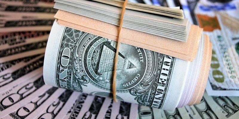 В марте доллар может резко подорожать. Стоит ли скупать валюту сейчас