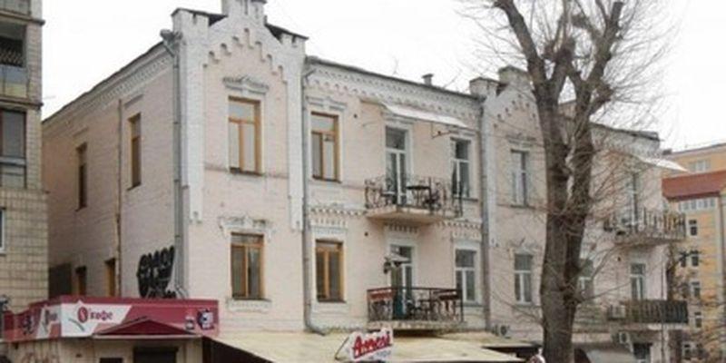 В Киеве разрушают историческое здание, в котором живут люди/Историческое наследие города под угрозой исчезновения