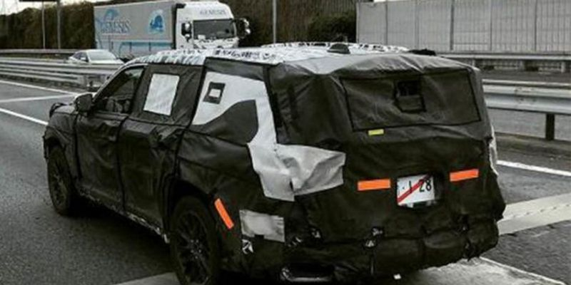 Компанія Toyota тестує новий Land Cruiser 300