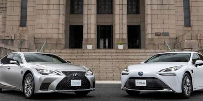 Toyota представила два авто с автономным вождением