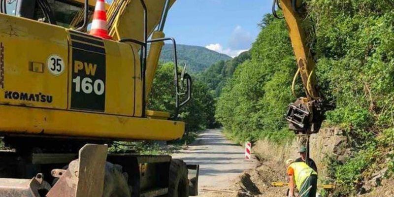На Закарпатье ремонтируют дорогу к топовым туристическим объектам региона
