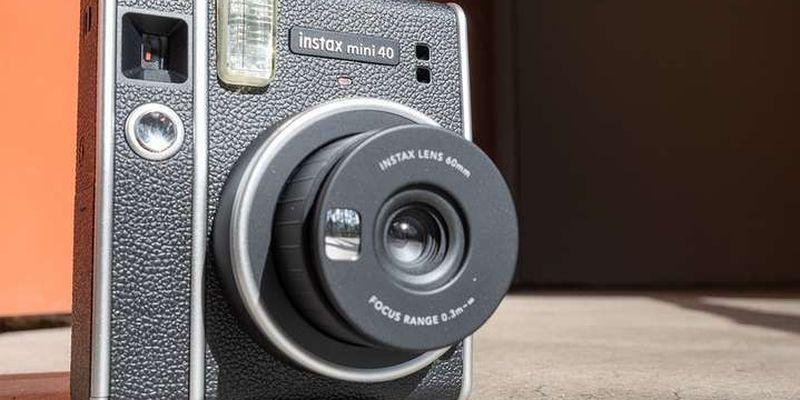 Паперові фотографії повертаються: японці випустили камеру, яка друкує знімки