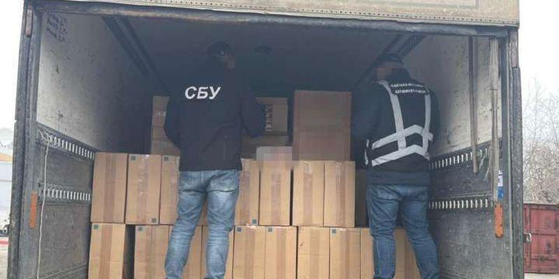 На Одещині СБУ викрила підпільне виробництво алкоголю та цигарок
