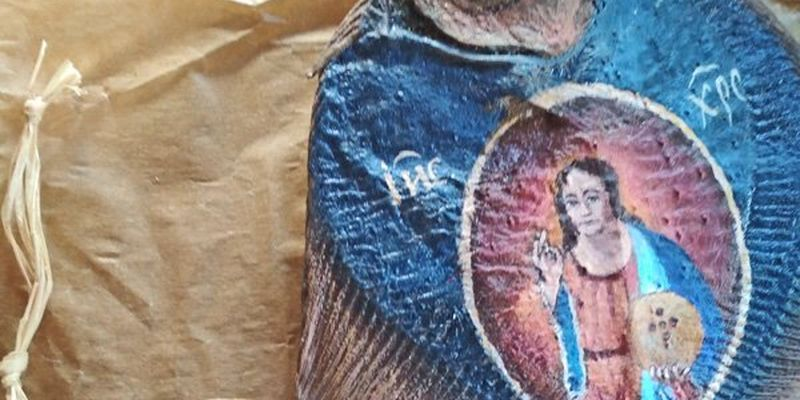Ікони на рибі: українська художниця створює незвичні картини – фото