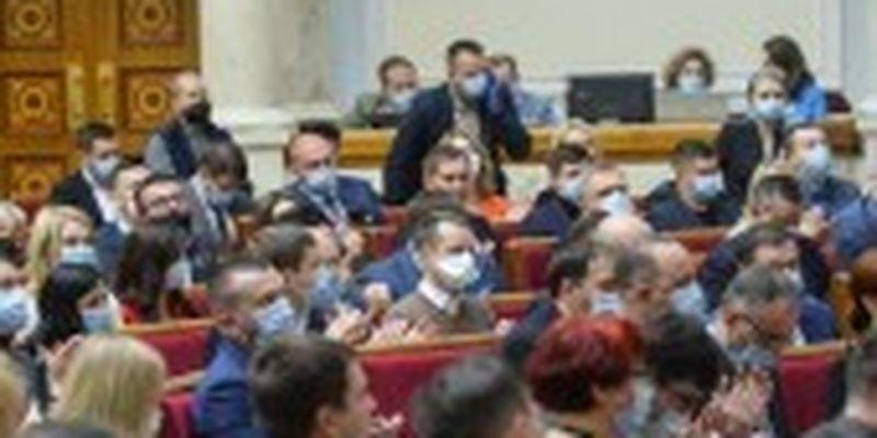 """Нардепи ходять у """"дірявих"""" масках або без них, але нікого ще не оштрафували - Разумков"""