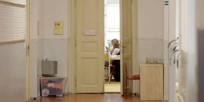 """""""Конфліктувала чи не з усіма педагогами школи"""": у Конотопі 13-річна школярка цькувала вчителів"""