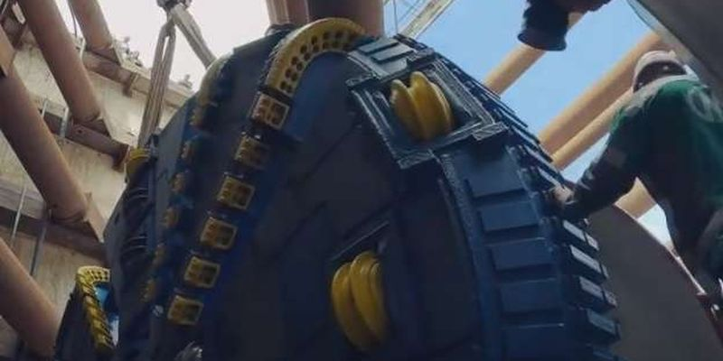 Метро на Виноградар: встановлено 60-тонний щит для прокладання тунелю